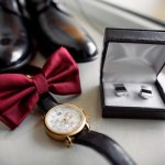 腕時計は正確な時間を教えてくれるだけでなく、ファッションやコミュケーション、ビジネスシーンなど、多くの場面でそれを身につける人の印象に大きく影響を与えるアイテムです。大切な方やお世話になった方へのお祝いや、感謝の気持ちを込めたプレゼントとして、アクティブな30代男性のにかっこよく身につけてもらえるオススメの腕時計とその選び方をご紹介します。また、気になるプレゼントの予算の相場や、贈りやすく受け取りやすい金額で購入できる人気のブランド腕時計を【2018年度版】のランキング形式でご紹介します。贈りたい方の喜ぶ顔をイメージしながら、とっておきの腕時計を探してみてください。