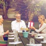 Khi về làm dâu, việc quan tâm, chăm sóc bố mẹ chồng luôn là một trong những ưu tiên hàng đầu. Tặng quà cho bố mẹ trong những dịp đặc biệt là cách để bạn thể hiện tình cảm cũng như gia tăng thêm sự gắn bó trong gia đình. Nếu bạn vẫn chưa biết chọn quà như thế nào thì hãy tham khảo ngay 10 món quà sức khỏe ý nghĩa tặng cho bố mẹ chồng dưới 500 ngàn qua bài viết dưới đây nhé!