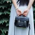 Sebagai wanita, tentu kamu selalu butuh rekomendasi item fashion terbaru yang fashionable. Tas adalah salah satu kebutuhan penting untuk melengkapi outfit kamu apalagi tas dengan jenis sling bag atau tas selempang. Nah, kamu sudah cek situs belanja Lazada? Ada banyak rekomendasi tas selempang cantik, lho. Yuk, cek dulu artikel ini!