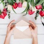 職場の仲間の結婚は、応援する意味も込めて、みんなで温かくお祝いしたいイベントです。ここでは、職場一同からお祝いの言葉を贈る際に、どんなメッセージが喜ばれるのか、その書き方や喜ばれるポイントをご紹介します。注意しておきたい結婚祝いのマナーや、そのまま使える文例も載せているので、参考にして温かみのあるメッセージを作ってくださいね。
