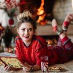 もうすぐクリスマスということもあり、女子高校生の彼女や友達に何をプレゼントするか悩んでいる人も多いと思います。そこで、女子高校生の彼女、友達に贈るクリスマスプレゼントの選び方、相場、メッセージ文例などを徹底的にまとめました。さらに、人気のクリスマスプレゼントを【2019年版】のランキング形式でご紹介します。アイテムごとに参考価格も表示してありますので、プレゼントを選ぶ際の参考にしてください。