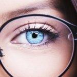 Kacamata memang bukan kebutuhan primer. Keberadaannya bukan hanya sebagai alat bantu penglihatan, tetapi juga menjadi penyempurna penampilan. Karena bukan kebutuhan primer, maka apa salahnya memilih kacamata murah untuk dibeli. Asal tidak murahan dan tidak mengecewakan. Kamu bisa memilih salah satu dari deretan kacamata berharga murah berikut ini.