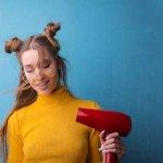 Apakah Anda tidak sabar menunggu rambut cepat kering setelah keramas? Kalau begitu, Anda tentu membutuhkan hair dryer. Alat ini tentu sangat efektif  di saat Anda sedang dikejar waktu sehingga Anda pun bisa menata rambut dengan rapi dan cepat.