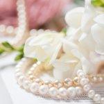 女性へのプレゼントにネックレスを考えているのであれば、1本持っていると重宝するフォーマルなものを選びませんか。今回は「2019年最新情報」として、プレゼントに人気のフォーマルネックレスをまとめました。冠婚葬祭に対応する真珠やオニキスなど、女性に好評なものを幅広く集めましたので、ぜひ参考にしてください。