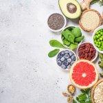 सुपरफूड्स आहार का एक ऐसा पैक हैं जो आपके तालू और आपके शरीर को खुश कर देता है। कैंसर से बचाव और मस्तिष्क स्वास्थ्य से लेकर खूबसूरत त्वचा और वजन प्रबंधन तक, अपने दैनिक आहार में सही खाद्य पदार्थों को शामिल करने से बहुत फर्क पड़ता है। 2019 की खरीदारी में 10  सुपरफूड्स की इस सूची को भी शामिल करे। खाद्य पदार्थ के अनेक लाभ मिलते हैं, आप देखेंगे कि ब्लूबेरी, ब्रोकोली  जैसे आहार  पूरे शरीर के लिए लाभदायक होते हैं।