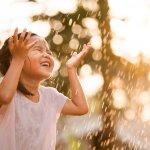 Musim hujan membuat anak-anak rentan terganggu kesehatannya. Tetapi dengan perlindungan maksimal, kesehatan anak tetap terjaga. Salah satu perlindungan yang bisa diberikan ialah dengan memakaikan sweater agar tubuh tetap hangat. Beragam sweater anak yang memiliki desain lucu tentu bisa dipilih orang tua.