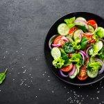 Salad merupakan sajian populer di seluruh dunia. Alasannya adalah karena mudah disiapkan dan tidak ada aturan baku mengenai bahannya. Kamu bisa menyajikan salad yang bergizi dan lezat dengan aneka sayur atau buah yang kamu miliki. Rasanya juga tidak membosankan karena kamu bisa menyiapkannya dengan kombinasi bahan yang beragam. Nah, intip manfaat salad dan juga rekomendasi resepnya dari BP-Guide!