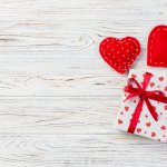 Mùa Valentine đang cận kề, đây là cơ hội để các cặp đôi tặng quà và thể hiện tình cảm ngọt ngào đến nhau. Không chỉ phái nữ, các chàng trai cũng rất mong chờ món quà ý nghĩa từ người yêu của mình. Có phải bạn đang băn khoăn chưa biết nên tặng quà gì cho anh ấy trong dịp Valentine này? Hãy tham khảo ngay danh sách top 10 món quà Valentine ý nghĩa cho nam (năm 2021) dưới đây nhé!