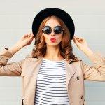 Ups, tampil keren dan kekinian nggak cuma sekadar baju model terbaru loh, tetapi kamu juga akan membutuhkan topi yang oke buat bikin gayamu maksimal. Topi yang dulunya cuma aksesori untuk melindungi kulit wajah dari paparan sinar UV sekarang sudah bertransformasi menjadi barang yang trendi. Lihat saja deretan topi yang tengah hits tahun 2018 ini, yuk.