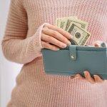 おしゃれなレディース長財布は、ファッションに華を添えてくれます。今回はwebアンケート調査などをもとに、女子大学生に好まれる長財布を扱うブランドを厳選しました。ランキング形式にまとめているので、ひと目で人気ブランドがわかります。それぞれの商品の魅力やおすすめの選び方をチェックして、好みに合うアイテムを見つけてください。