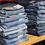 Celana jeans adalah  fashion item yang wajib dimiliki, baik oleh pria maupun wanita. Jeans sangat fleksibel karena mudah dipadukan dan bisa dipakai di berbagai kesempatan. Buat kamu para cowok modis, yuk cek rekomendasi celana jeans untuk menunjang penampilanmu dalam artikel BP-Guide berikut ini!