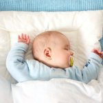 Untuk anak balita, tidur merupakan saat yang paling penting untuk mendukung tumbuh kembangnya. Sebagai orangtua, kita harus bisa memenuhi berbagai faktor yang bisa membuat balita jadi lebih nyaman saat tidur. Selain baju tidur, bantal dan guling tidur juga perlu dimiliki agar tidur bayi jadi makin nyaman. Nah, simak tips memilih bantal dan guling terbaik dari kami. Jangan lupa cek juga rekomendasinya.