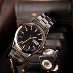 Jam tangan pria rantai tidak selalu memberi kesan formal atau resmi. Sejumlah seri jam berbahan stainless steel atau titanium ini juga bisa tetap tampil gaya ketika menghadiri acara semiformal. Jam tangan pria rantai seperti apa yang cocok dengan gaya dan kepribadian Anda?