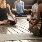 Menjaga kesehatan tubuh bukan hanya dari makanan, tetapi juga menjaga fisik. Olahraga sangat penting untuk memberikan kesegaran tubuh dan kesehatan pikiran. Olahraga juga tidak perlu terlalu yang berat-berat. Yoga merupakan olahraga ringan yang mampu menyehatkan tubuh dan pikiran. Selain itu, yoga juga bisa kamu lakukan sendiri di rumah.