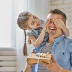 Bố là người đàn ông quan trọng nhất trong cuộc đời mỗi người. Bố thường không sống tình cảm như mẹ nhưng vẫn luôn lo lắng, quan tâm đến những đứa con của mình theo cách riêng nhất. Sinh nhật bố chính là dịp để bạn thể hiện lòng hiếu thảo và tình cảm của bản thân đối với bố. Hãy cùng Bp-guide tìm hiểu 10 món quà sinh nhật tặng bố thiết thực và ý nghĩa qua bài viết dưới đây nhé!