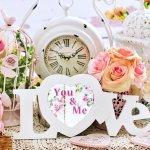 結婚したご夫婦へ、新居に飾る素敵な時計を贈るのが人気です。今回は、結婚祝いに相応しいおしゃれな時計の2019年最新情報をご紹介します。壁掛け時計や名入れ時計は、新たな時を二人で刻んでいく新婚夫婦にぴったりのプレゼントです。二人の門出を祝う、素敵なプレゼント選びの参考にしてください。