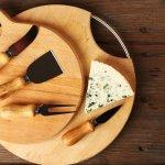 Keju adalah salah satu makanan yang banyak kita konsumsi setiap hari. Tahukah kamu bahwa ada banyak jenis pisau untuk memotong keju yang kita makan? Simak pembahasannya bersama kami di BP-Guide, ya!