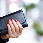 バレンシアガのレディース財布は、おしゃれも機能性も譲れないという女性から高い支持を集めています。今回は、そんなバレンシアガの人気シリーズの魅力がひと目でわかるランキングをご紹介します。さらに選び方についても解説しているので、はじめてバレンシアガの財布を手に入れる方も必見です!ぜひ最後まで読んで、長く愛用できるお気に入りの財布を見つけてください。