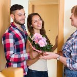 Tips on Meeting the Parents and 11 Gift for Boyfriend's Mom on First Meeting