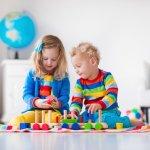 Bermain memang menjadi cara bagi anak-anak dalam menyalurkan energinya. Agar kegiatan bermain lebih bermanfaat, orang tua perlu selektif dalam memilih mainan. Mainan edukasi adalah jenis mainan yang direkomendasikan agar si kecil dapat bermain sambil belajar. Berikut adalah 10 rekomendasi mainan edukasi terfavorit dari BP-Guide untuk referensi Anda!