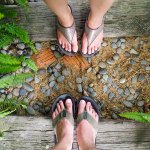 Pemakaian sandal untuk jalan-jalan atau sekadar ke luar rumah memang nggak bisa disepelekan. Apalagi untuk acara jalan-jalan, pastinya nggak bisa menggunakan alas kaki yang sembarangan. Jika salah menggunakan alas kaki, bisa-bisa selama jalan-jalan malahan bete. Nah, dari pada momen jalan-jalanmu terusik karena nggak nyaman, BP-Guide langsung kasih rekomendasi sandal merek Fila untukmu. Simak sampai akhir, ya!