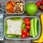 Kalau sudah masuk kategori lanjut usia, pola makan musti dijaga. Tetapi, bagaimana bagi yang suka ngemil? Nah, dalam artikel berikut ini, BP-Guide akan membagikan resep snack sehat yang bisa Anda buat sendiri di rumah. Simak, yah.