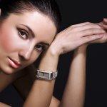 Jam tangan saat ini memang tak sekedar jadi penunjuk waktu tetapi juga menunjukkan gengsi dan prestige seseorang lewat harganya yang selangit. Mau tahu jam wanita termahal di dunia? Simak ulasan BP-Guide berikut ini!