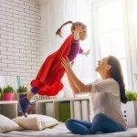 Bermain dengan anak merupakan hal yang membahagiakan. Anda bisa melepas penat kerja dan juga beban pikiran saat bermain dengan anak. Yuk, cek manfaat lain bermain bersama anak dan juga rekomendasi mainannya untuk anak.