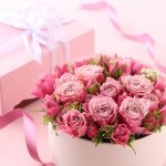 華やかさを演出できる花のプレゼントは、女性の誕生日に大人気です。今回は彼女やお母さんに喜ばれるおしゃれなプリザーブドフラワーギフトを、2019年最新版として厳選してご紹介します。プリザーブドフラワーは枯れない花として知られており、形に残る素敵なプレゼントです。相手の女性にぴったりのアイテムを見つけて、誕生日祝いに贈りましょう。