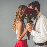 """Một câu """"em đồng ý"""" thốt ra từ miệng nàng có thể làm mọi chàng trai cảm thấy mình là người đàn ông đầu đội trời, chân đạp đất, tuyệt vời nhất thế gian. Nếu bạn đã quên đi cảm giác ngây ngất đó sau tháng ngày dài trong cuộc sống hôn nhân thì Valentine này chính là cơ hội để bạn """"cưa"""" lại vợ mình với 10 món quà Valentine ý nghĩa tặng cho vợ (năm 2021) được gợi ý trong bài viết dưới đây."""
