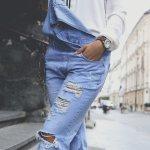 Overall adalah salah satu jenis pakaian bergaya kasual yang cukup populer di Indonesia. Biasanya menggunakan bahan denim, kemudian overall berkembang dengan desain yang lebih unik dan trendi. Sangat cocok untuk digunakan oleh siapa pun. Pastinya dengan menggunakan overall, kamu bisa tampil lebih keren dan bereksperimen dengan gaya fashion milikmu.