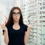 Berkacamata, bukan hanya sekadar untuk bergaya, lo. Kacamata bagi sebagian orang adalah alat bantu lihat, agar semakin terang melihat dunia. Sedangkan bagi sebagian lainnya, kacamata adalah penghalau sinar matahari dan lain-lain yang berpotensi merusak mata. Jadi, saat memilih kacamata carilah yang sesuai dengan fungsinya dan bisa melengkapi penampilan untuk Anda.