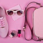 Wanita dan warna pink memang dua hal yang tak terpisahkan. Kamu bisa tampil ngehits dengan aneka fashion item serba pink nih! Intip rekomendasi aneka barang fashion pink dari kami ya!