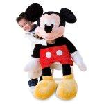Karakter terkenal dari Disney yang satu ini termasuk legendaris. Mickey Mouse, yang diperkenalkan dalam film pada tahun 1928 ini memang menyita banyak perhatian karena muncul dengan figurnya yang imut dan menggemaskan. Tak heran jika pernak pernik karakter Mickey Mouse jadi salah satu yang paling dicari untuk dijadikan koleksi atau hadiah.