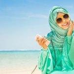 Mengenakan jilbab memang sudah menjadi kewajiban bagi setiap wanita muslim dewasa. Di antara bahan yang pas dan nyaman digunakan sebagai jilbab, maka sifon adalah jawabannya. Kenapa jilbab sifon bisa enak dan nyaman? Simak ulasannya hanya di BP-Guide.