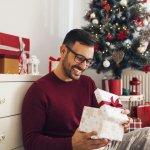 社会人の彼氏へのクリスマスプレゼントやクリスマス当日の過ごし方についてお悩みの方も多いと思います。そこで今回は、ベストプレゼント編集部が年代別に社会人の彼氏へのプレゼントの選び方、おすすめのプレゼント、過ごし方やサプライズ、メッセージなどを徹底的に調査しました。調査結果をもとに社会人の彼氏へのプレゼントについて解説していきますので、熟読してぜひ彼との素敵なクリスマスをお過ごしください。