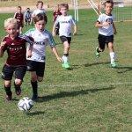 Bermain bola tentunya sangat menyehatkan. Jadi, yuk mulai ajak anak Anda bermain sepak bola. Sebelum itu, simak pilihan baju bola terbaik untuk anak Anda berikut ini.