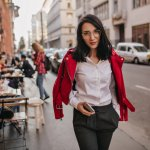 Pernah merasa bosan saat mengenakan pakaian untuk ke kantor? Ah, mungkin kamu butuh style baru agar tidak merasa bosan saat berangkat ke kantor. Yuk, bereksperimen dengan celana kantor dengan berbagai model menarik! Langsung saja, cek rekomendasi dan tips dari BP-Guide, ya.