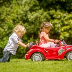 Mainan anak kini makin banyak ragamnya. Tak hanya bisa dimainkan, beberapa mainan anak juga bisa dinaiki atau dikendarai. Tertarik membelikannya untuk putra putri Anda? Simak tips dan rekomendasinya berikut ini!