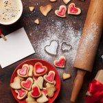 Mùa Valentine đến rồi, bạn đã chuẩn bị được quà gì để tặng cho người ấy chưa? Nếu người yêu bạn có một tâm hồn ăn uống thì hẳn sẽ rất hạnh phúc nếu được tặng món quà Vanlentine là socola hay những món bánh đặc trưng về tình yêu. Có phải bạn đang băn khoăn chưa biết nên tặng món gì, hãy tham khảo ngay 10 món quà Valentine đồ ăn bên dưới sẽ giúp bạn chinh phục người ấy cực ngọt ngào đấy nhé!