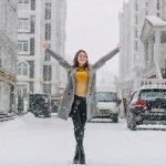 Berkunjung ke salah satu negara di luar negeri, kebetulan sedang musim dingin atau winter? Tentu mengasyikkan bukan, karena bisa bermain salju yang kebetulan tidak ada di Indonesia. Tapi, jangan sampai salah kostum, yah. Simak dulu rekomendasi berikut ini, sebelum memilih pakaian yang pas untuk winter Anda.