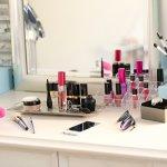 Kosmetik adalah kebutuhan yang tidak bisa dipisahkan dari wanita. Agar riasan Anda hasilnya sempurna, maka peralatan kosmetik harus dijaga kualitasnya. Penyimpanan kosmetik yang tepat adalah salah satu caranya. Simak tips untuk menyimpan kosmetik agar tetap awet dan aman dipakai.