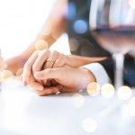 こちらでは結婚1年目・5年目・10年目の妻に喜ばれる結婚記念日プレゼントに人気のアイテムを【2021年度版】ランキング形式でご紹介させていただきます。プレゼント選びに迷ったら、夫婦の会話の中でうまく昔好きだったものの話をして、さりげなく今欲しいものを聞き出してみましょう。是非参考にしてください。
