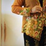 Kebaya merupakan identitas wanita Indonesia dan busana resmi untuk acara-acara yang sifatnya formal. Seiring berkembangnya zaman, model kebaya pun mengalami perubahan. Dalam artikel ini, BP-Guide akan memberikan rekomendasi kebaya modern untuk menunjang gayamu agar semakin anggun dan cantik.