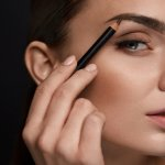 Alis adalah komponen wajah yang tidak boleh dilewatkan saat memakai riasan. Pensil alis yang tepat akan membantumu mendapatkan bentuk alis yang sempurna. Melalui artikel ini, BP-Guide akan memberikan rekomendasi pensil alsi terbaik yang bisa kamu coba.