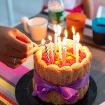 年に一度の特別な誕生日には、子供と一緒でも行くことができるレストランを選ぶと家族皆でお祝いできます。こちらの記事では子連れで行ける東京のレストランについて、2020年最新情報をご紹介します。誕生日にぴったりの料理プランと合わせてご紹介しますので、誕生日をお祝いするレストランを選ぶ際の参考にしてください。