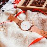 プチプラ腕時計は、デイリーに使える実用的なアイテムです。そこで今回は、人気のプチプラ腕時計の「2019年最新情報」をまとめました。高校生におすすめな腕時計や、30代の女性に人気のシチズンなど、プレゼントにぴったりなアイテムをご紹介します。