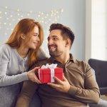 Sinh nhật chồng sắp đến rồi, bạn đã chuẩn bị được món quà nào tặng anh ấy chưa. Khác với phái nữ, nam giới thường có yêu cầu rất đơn giản trong quà tặng, miễn món quà ấy hữu dụng và ý nghĩa. Tuy nhiên, mỗi người luôn có sở thích khác nhau, cần món quà phù hợp riêng. Có phải bạn đang băn khoăn chưa biết nên tặng chồng mình quà gì trong dịp sinh nhật này? Hãy tham khảo ngay Top 10 món quà sinh nhật tặng chồng yêu ý nghĩa nhất (năm 2021) dưới đây nhé!