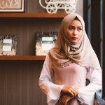 Salah satu cara tampil fashionable setiap saat adalah dengan mengikuti tren fashion. Di tahun 2019 ini, kamu yang berhijab tentunya harus tahu tren fashion hijab yang lagi hits agar bisa tampil kekinian. Yuk, simak apa saja tren hijab tahun ini dan beberapa produk rekomendasinya!