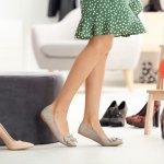 歩きやすいパンプスは、長時間の歩行や立ち仕事に必須のアイテムです。また、女性らしい足元を作ってくれるので、きれいめコーデにも欠かせません。そこで編集部ではwebアンケート調査を行い、歩きやすいレディースパンプスの人気ブランドを厳選しました。多くの女性から感動の声が集まるブランドランキングを参考に、自分の足にフィットするパンプスを見つけましょう。